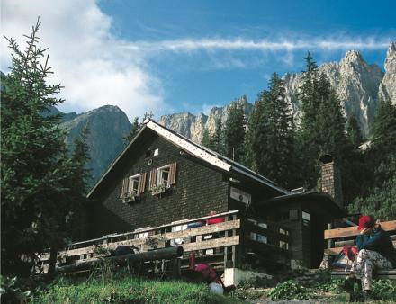 Tannheimer Huette Allgaeuer Alpen